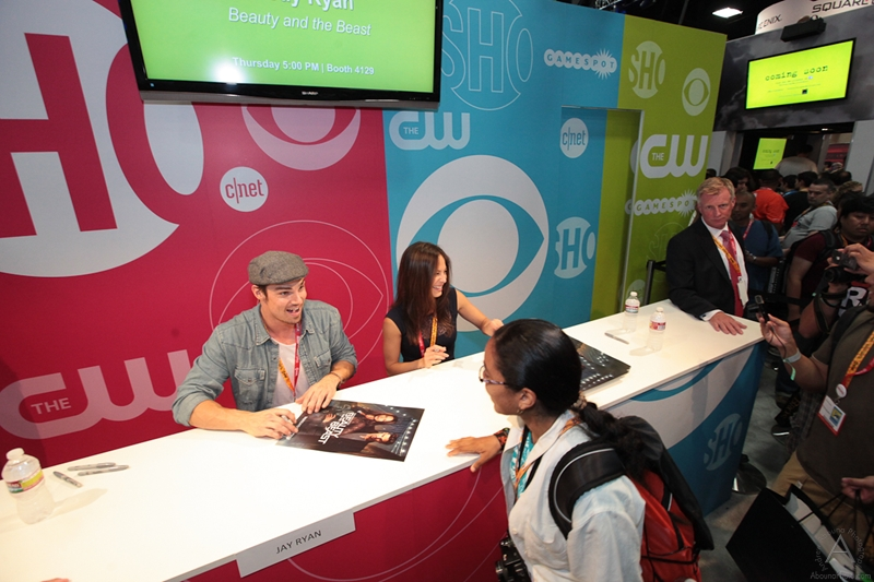 cbs_and_summit_entertainment_booths_at_comic-con_2012_for_antelope_entertainment-26