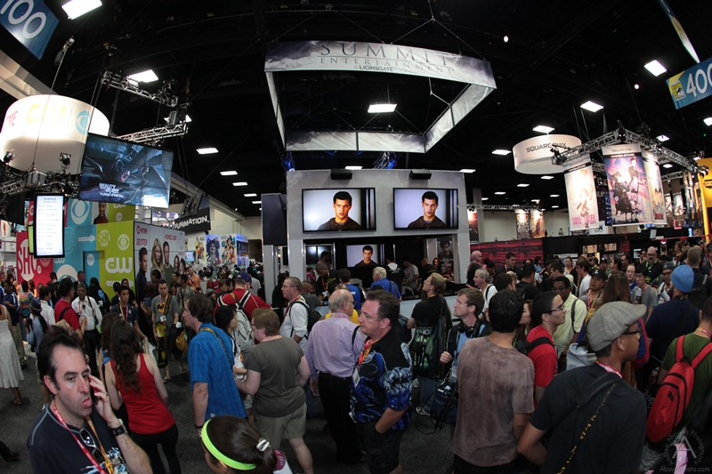 cbs_and_summit_entertainment_booths_at_comic-con_2012_for_antelope_entertainment-28