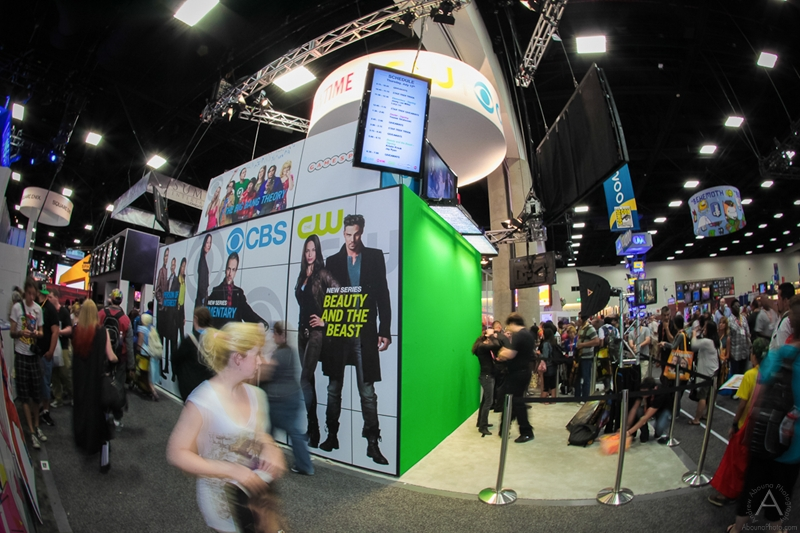 cbs_and_summit_entertainment_booths_at_comic-con_2012_for_antelope_entertainment-3
