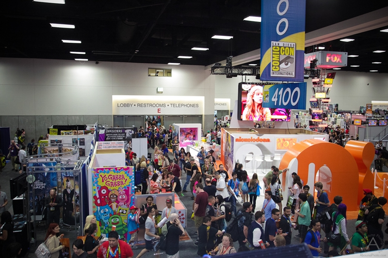 cbs_and_summit_entertainment_booths_at_comic-con_2012_for_antelope_entertainment-32