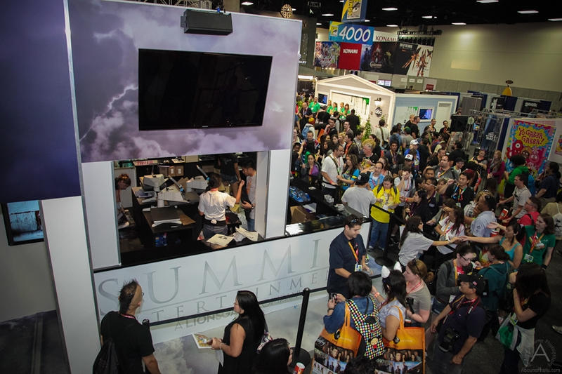 cbs_and_summit_entertainment_booths_at_comic-con_2012_for_antelope_entertainment-35