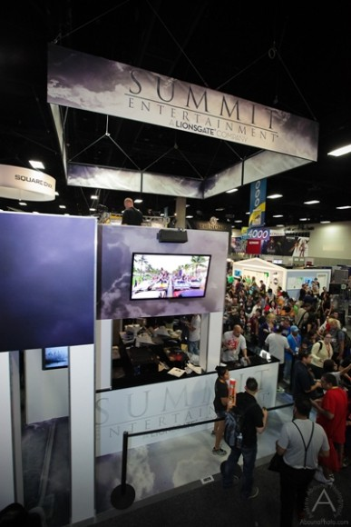 cbs_and_summit_entertainment_booths_at_comic-con_2012_for_antelope_entertainment-36