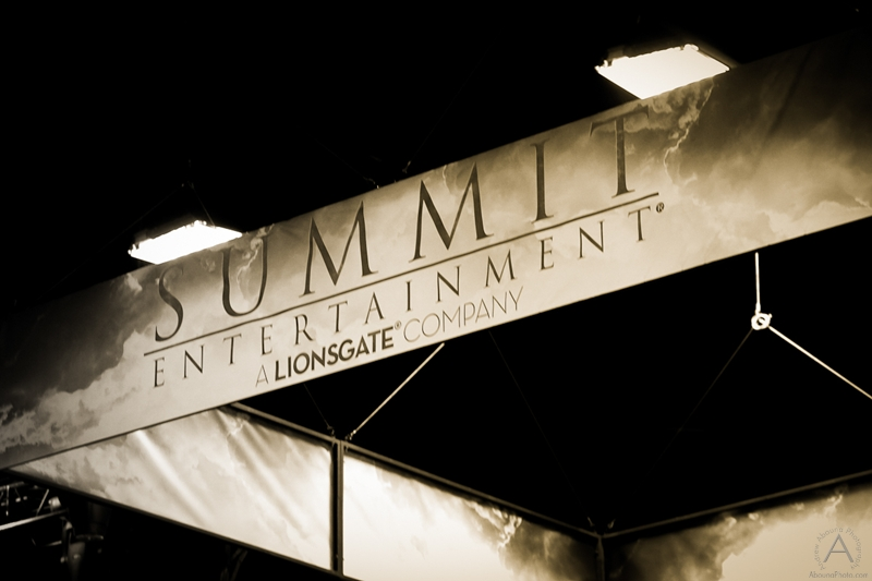 cbs_and_summit_entertainment_booths_at_comic-con_2012_for_antelope_entertainment-41