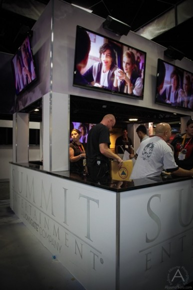 cbs_and_summit_entertainment_booths_at_comic-con_2012_for_antelope_entertainment-42
