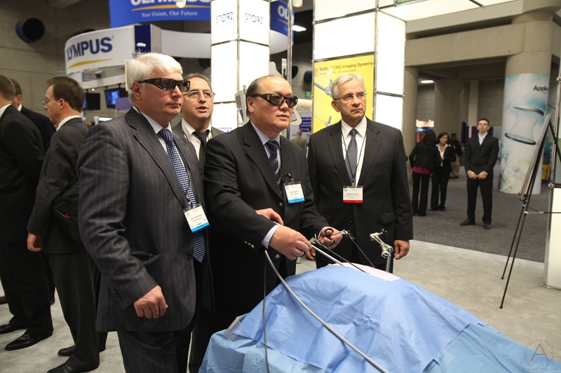 sages_2012_wednesday_exhibit_hall_reception_m-12