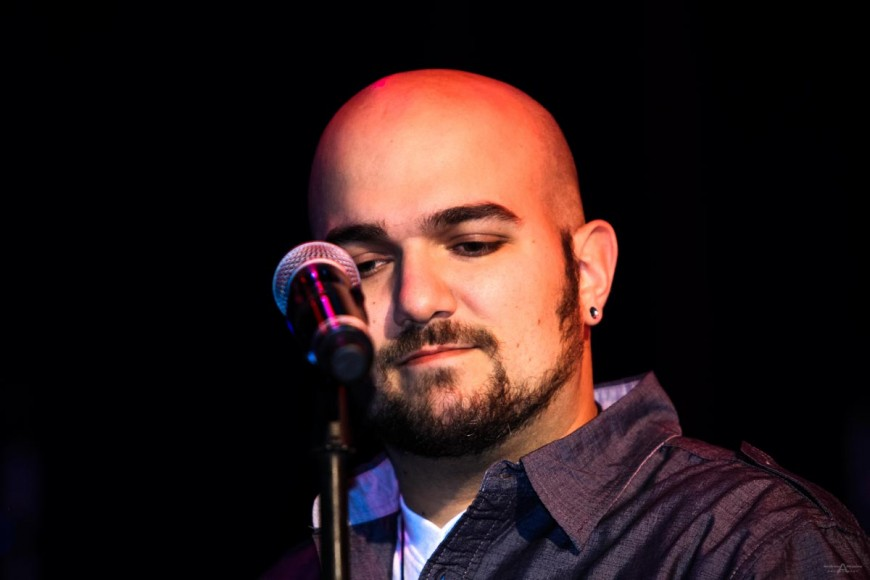 Aaron Mason performing at Viejas, February 28, 2014, by Andrew Abouna Photography