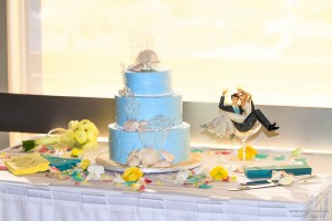 Blue wedding cake with sea shell topper by Flour Power - San Diego Wedding Photographers Andrew Abouna